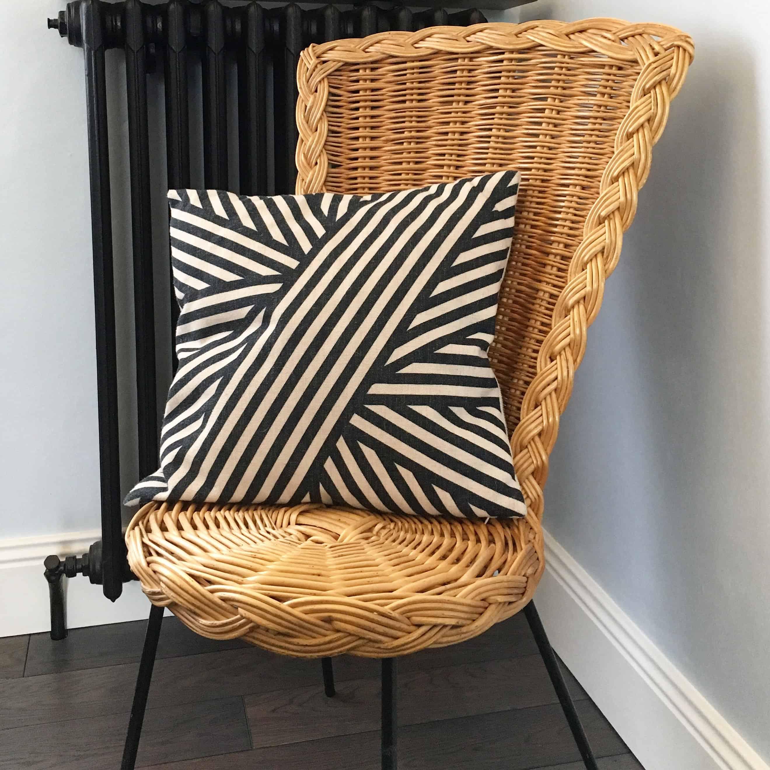 d couvrez la tendance des meubles et miroirs vintage en rotin. Black Bedroom Furniture Sets. Home Design Ideas