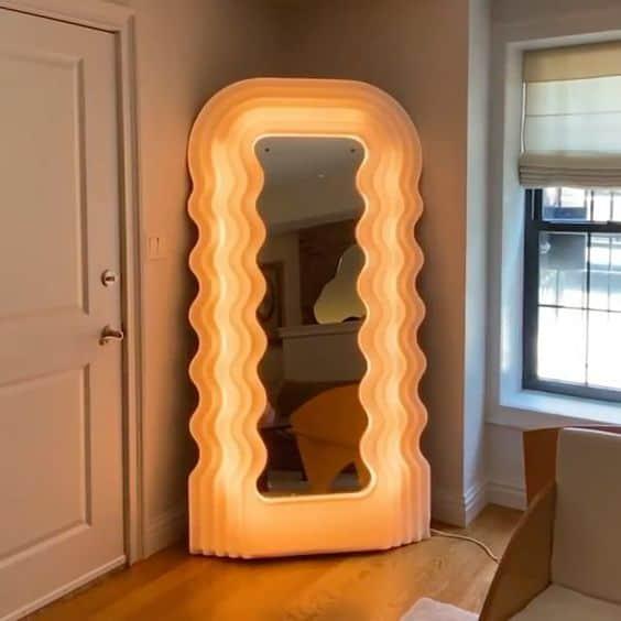Miroir/lampe Ultragragola de Ettore Sottsass